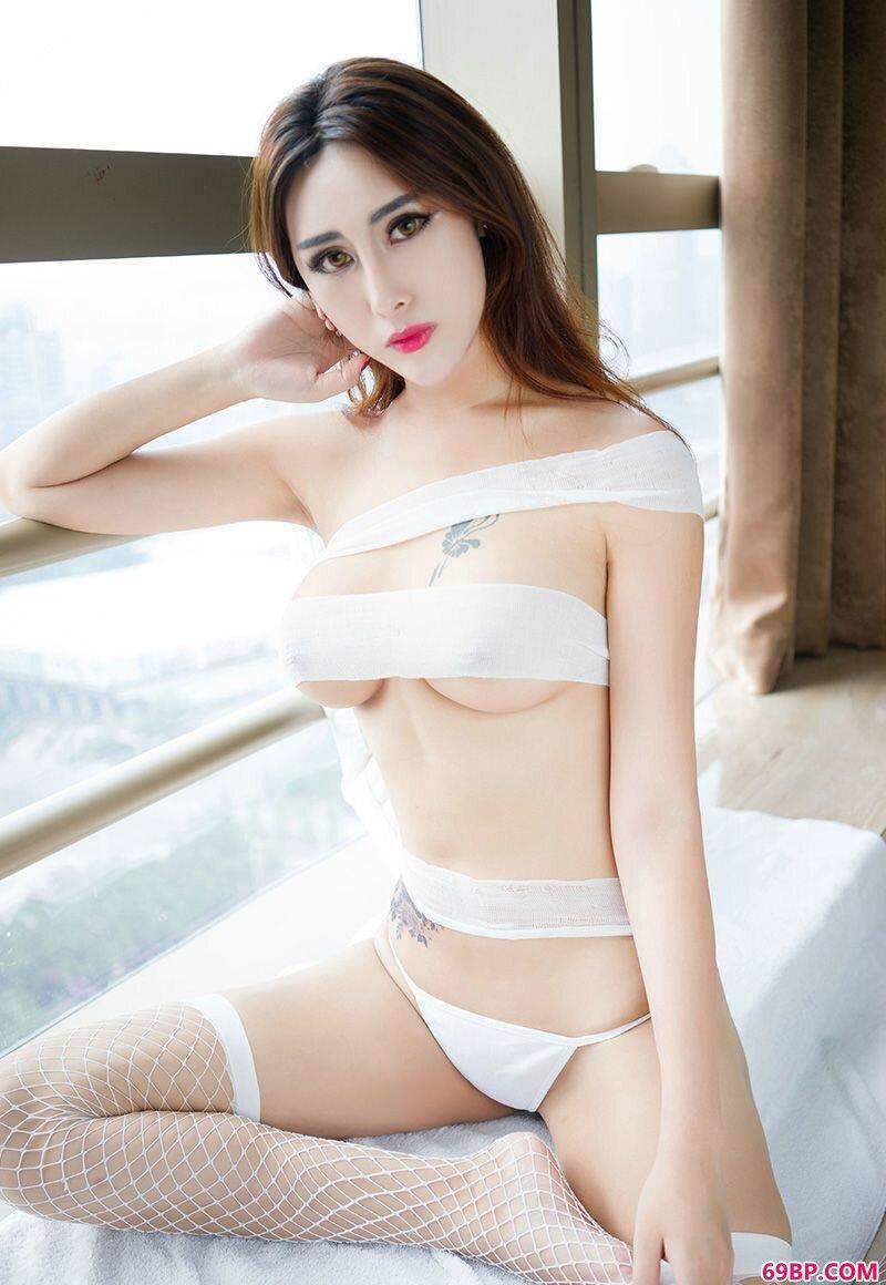 纹身萝莉孟狐狸美丽美胸挑逗你_西西人体高清国模冰莲