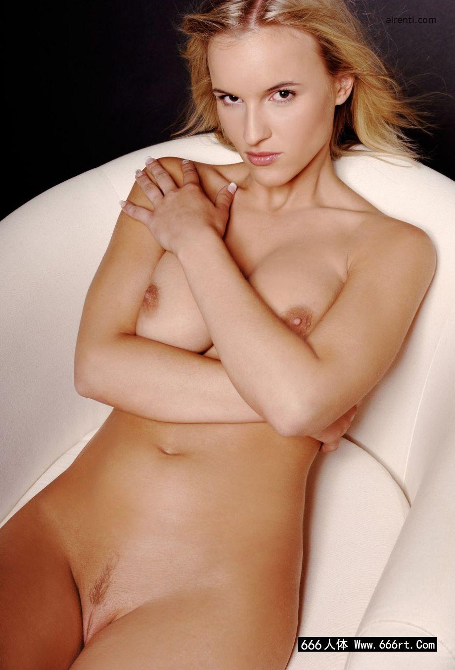 gogo韩国人体高清人体艺术,欧美男人眼中的御姐波莉浴缸中摄影