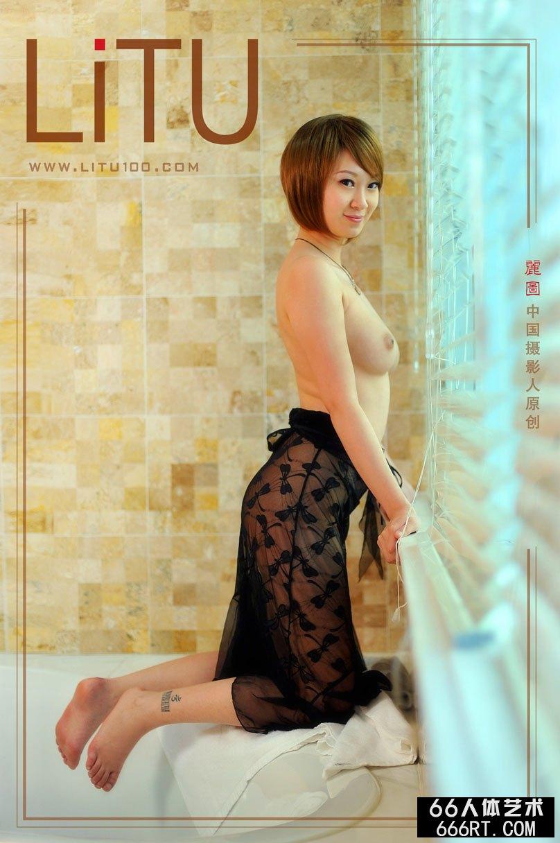 嫩模雯雯棚拍超美丽丝袜人体艺术