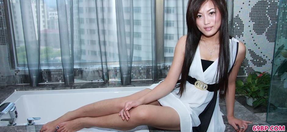 美模戴娜浴缸上的美丽人体1_人体高清大胆西西人体
