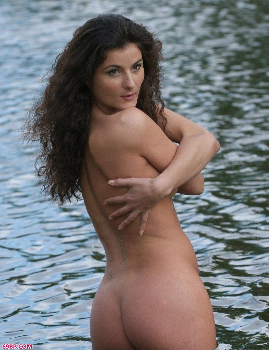 裸模Marusya水中风骚人体_国模傲蕾
