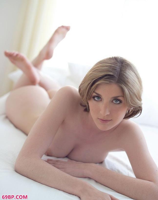 337P人休艺术写真_嫩模绮丽儿床上妩媚人体