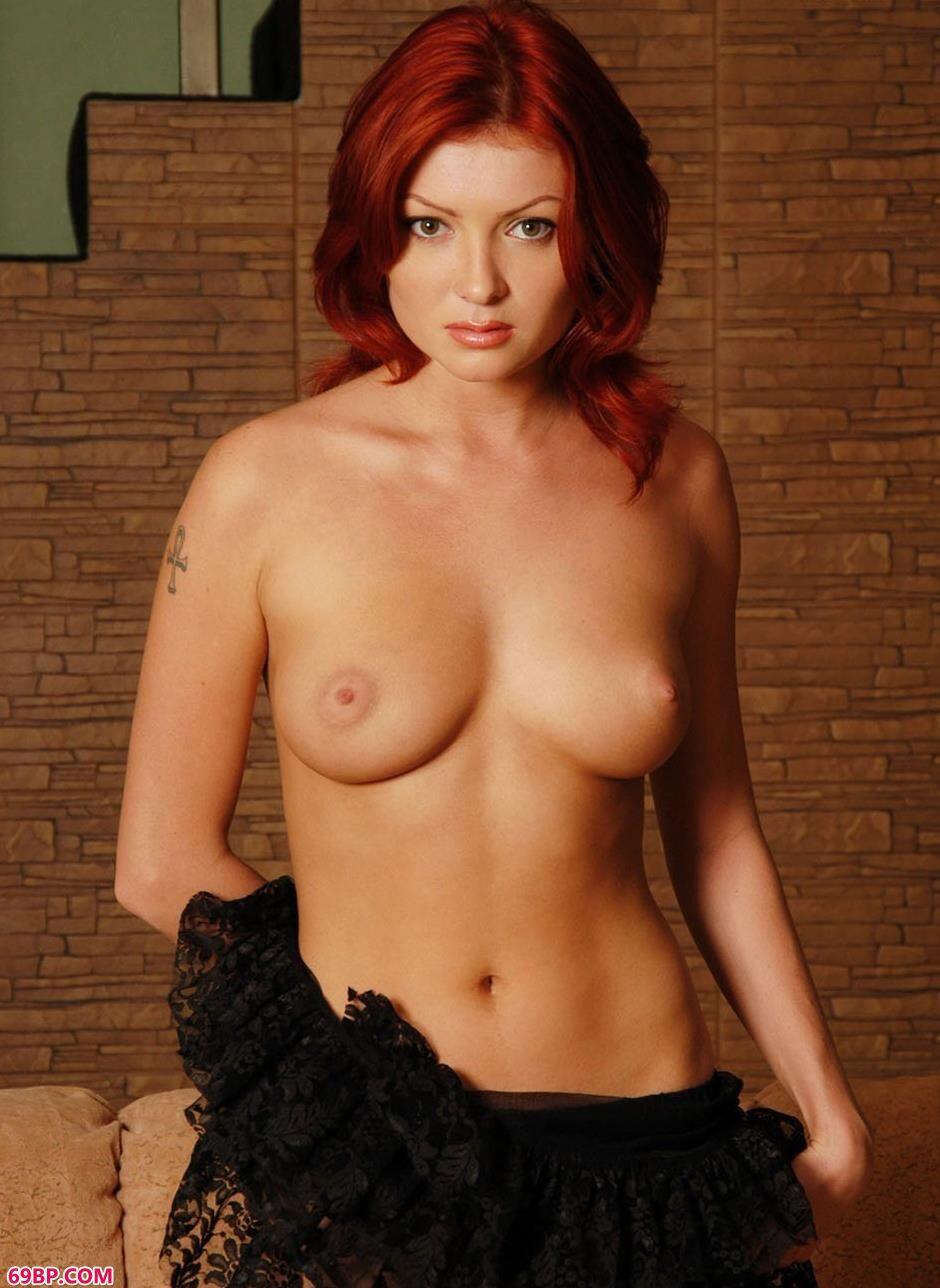 裸模Maxine布衣沙发上的红发狂人2