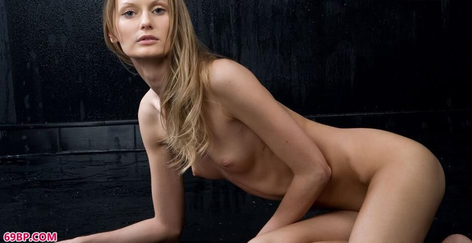 裸模Blanche澎湃豹纹人体2_学长好大就在外面蹭蹭