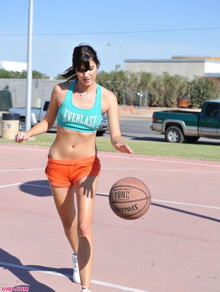 喜欢打篮球的人体美媚1