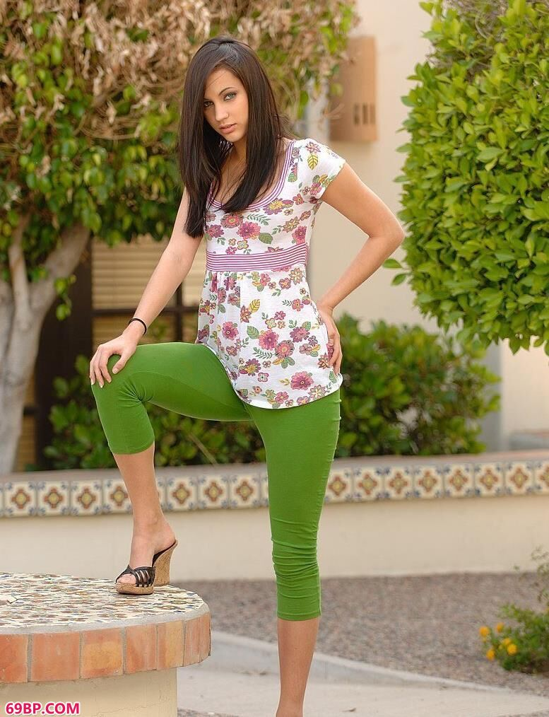 绿色紧身裤风骚女人1_张筱雨大胆人体艺术
