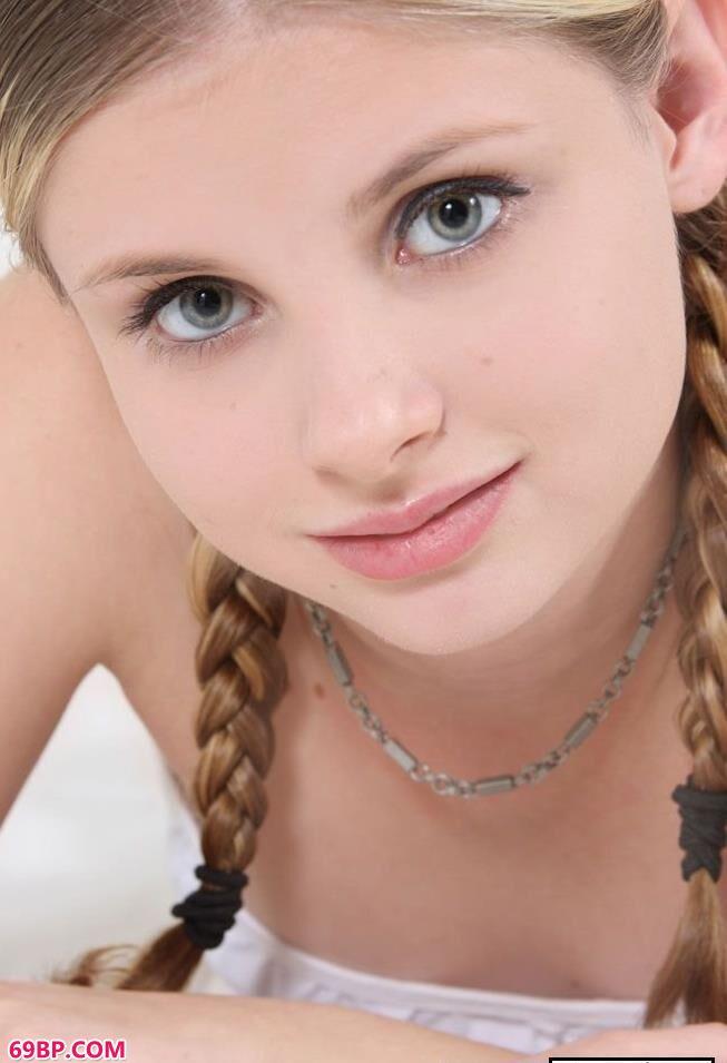 美国16岁嫩模嫩体摄影,长腿美女性感人体艺术图片