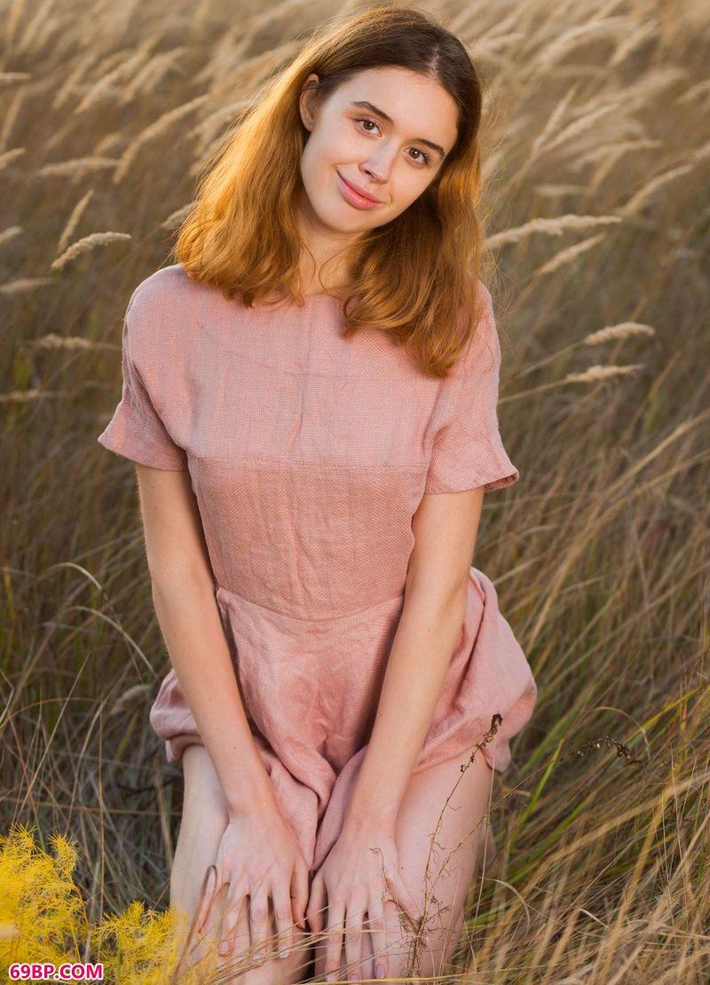 黄昏的野外美体女人Riccarda_丰满大屁股大乳熟女小说